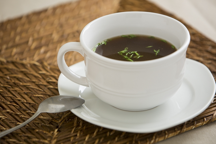 5 Reasons to drink bone broth EVERY day!