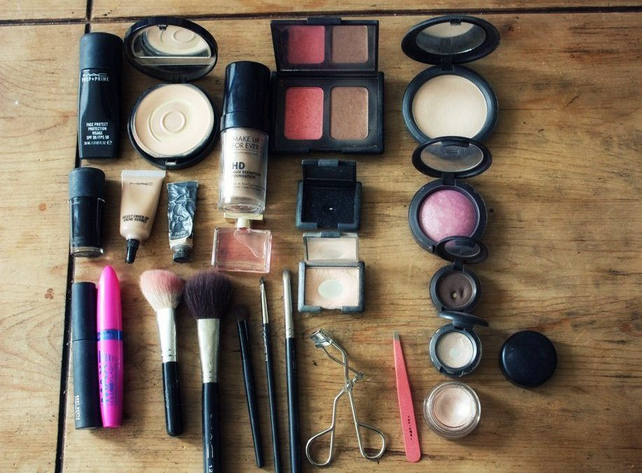 Don't Put Toxins On Your Face – Use Paleo Makeup